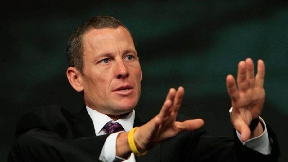 Sete vezes campeão do Tour de France, Lance Armstrong lança o Global Cancer Summit, organizada pela sua Fundação Livestrong