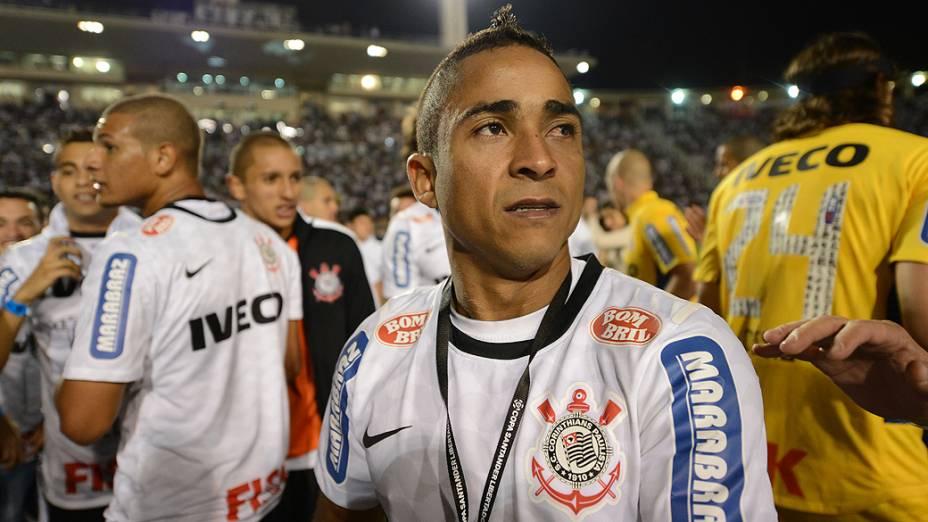 Jorge Henrique comemora a conquista corintiana na Libertadores da América após vitória sobre o Boca