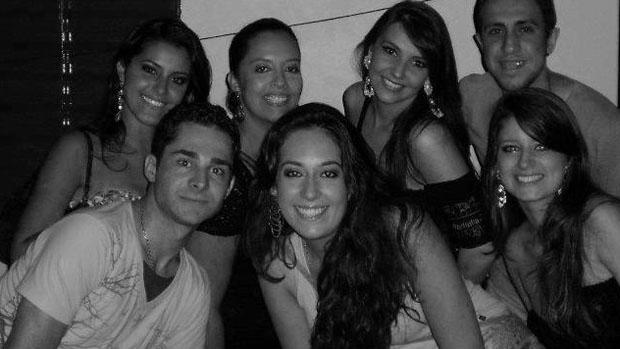 Laureane Salapata da Silva (no centro), natural de Santo Ângelo, era estudante de terapia ocupacional.