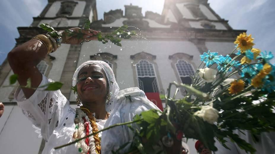Bahiana durante a lavagem da escadaria do Senhor do Bonfim, em Salvador