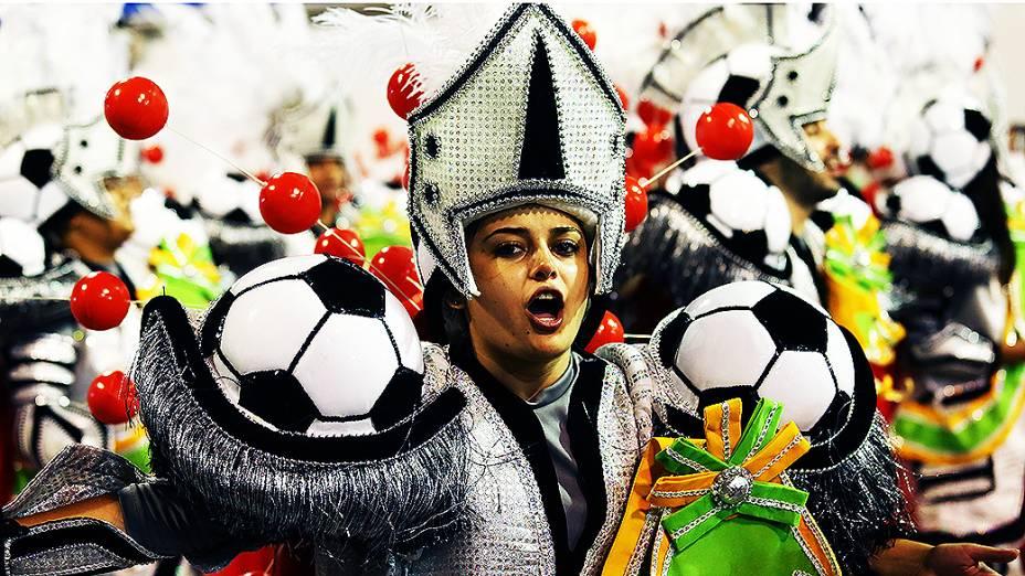 Leandro de Itaquera, recém-chegada ao Grupo Especial, abriu o Carnaval paulista