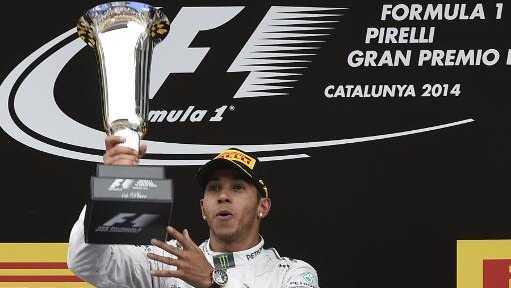 Lewis Hamilton, da Mercedes, comemora a vitória no GP da Espanha: a quarta seguida em cinco corridas na temporada 2014