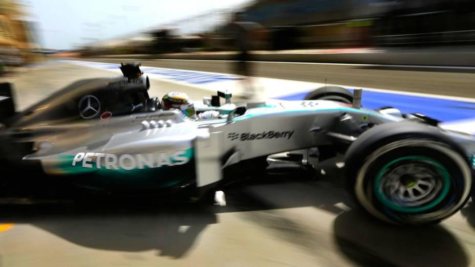 Hamilton domina treinos no Bahrein