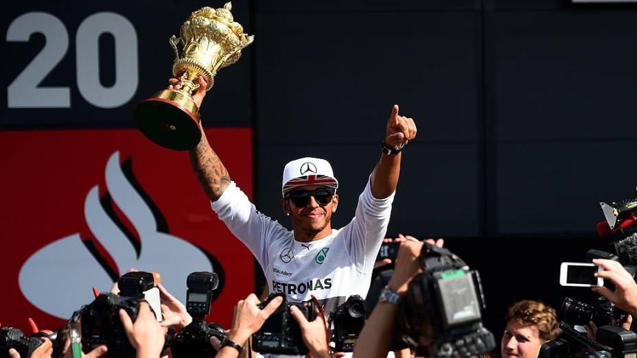 Lewis Hamilton vence pela segunda vez o GP de Silverstone, na Inglaterra