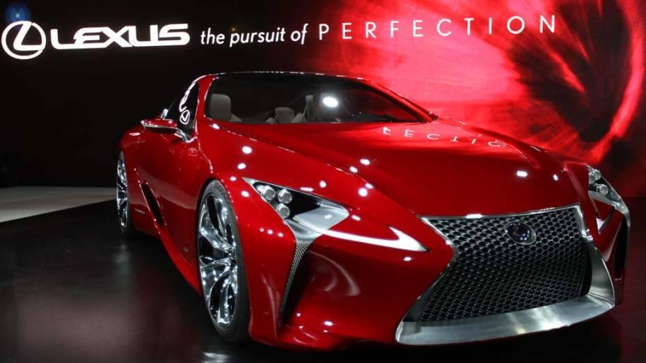 Lexus LF-LC2+2Hybrid - O protótipo antecipa como será o estilo dos novos esportivos da Lexus. O motor tem 438 cavalos