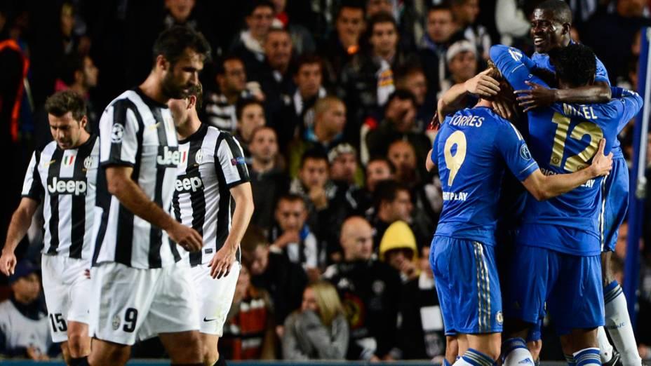 Jogadores do Chelsea comemoram gol sobre a Juventus em partida válida pela primeira rodada da Liga dos Campeões da UEFA