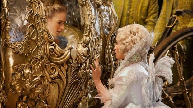 Lily James e Helena Bonham Carter em Cinderela