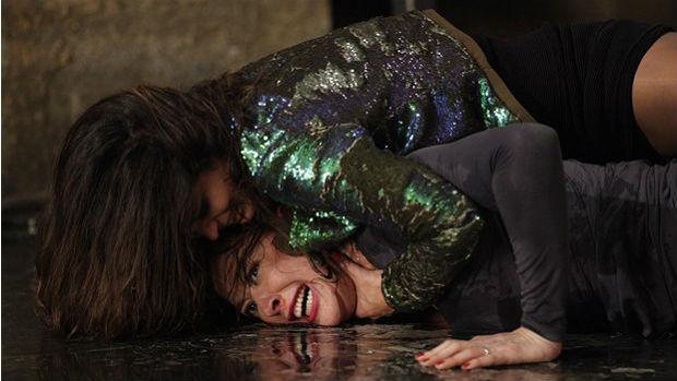 Morena (Nanda Costa) finalmente vai dar os tabefes que Lívia (Cláudia Raia) merece