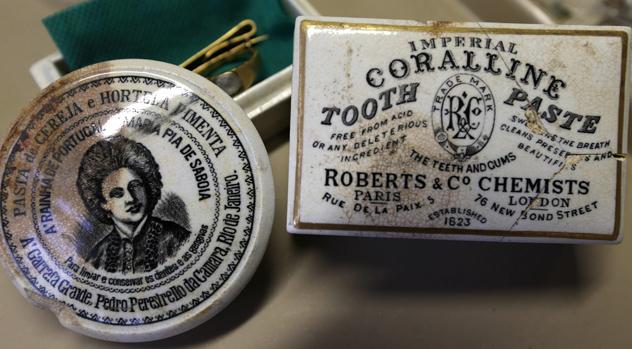 Recipientes de pastas de dentes importadas de Portugal e da Inglaterra