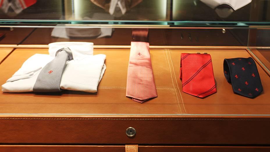 Loja da Ferrari no shopping Fashion Mall: camisas masculinas a 395 reais e gravatas a 553 reais cada uma