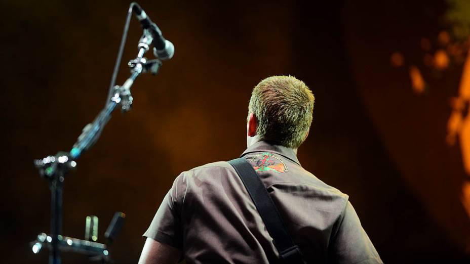 Josh Homme do Queens Of The Stone Age, durante apresentação no Lollapalooza, em São Paulo