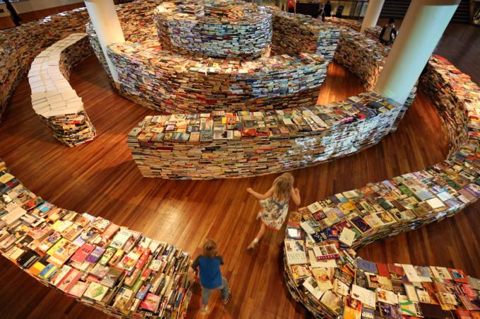 london-festival-amazeme-instalacao-livros-saboya-pupo-20120731-07-original.jpeg