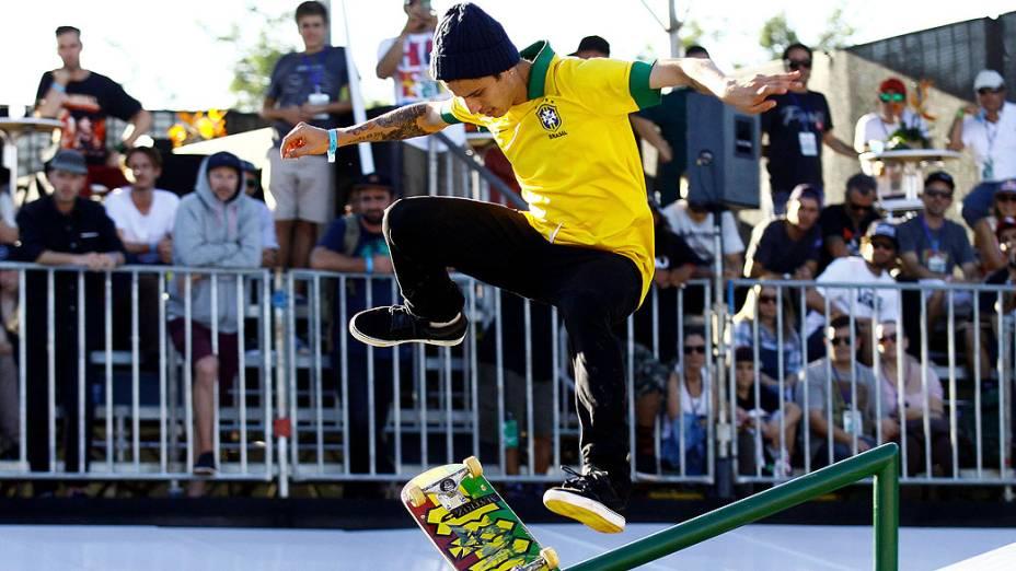 O brasileiro Luan Oliveira na final do Skate Street Park no X Games Foz do Iguaçu