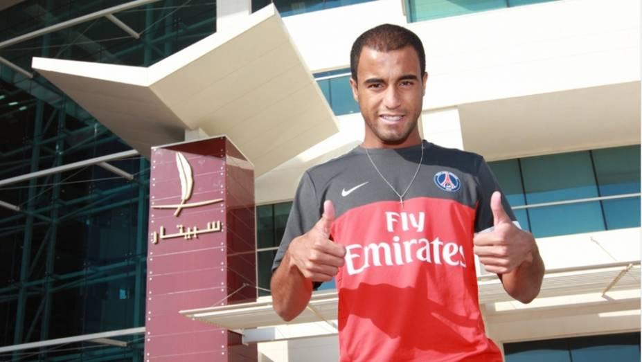 Lucas se apresenta ao PSG em Doha, no Catar