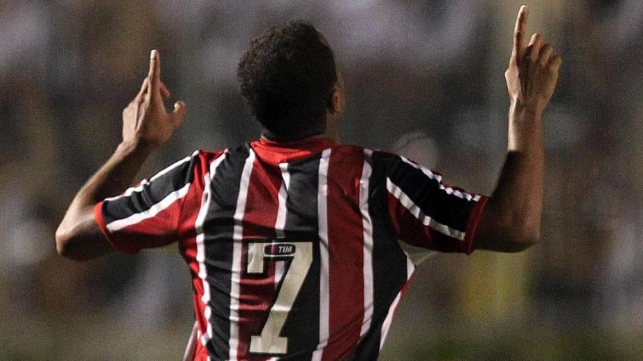 Lucas comemora gol pelo São Paulo