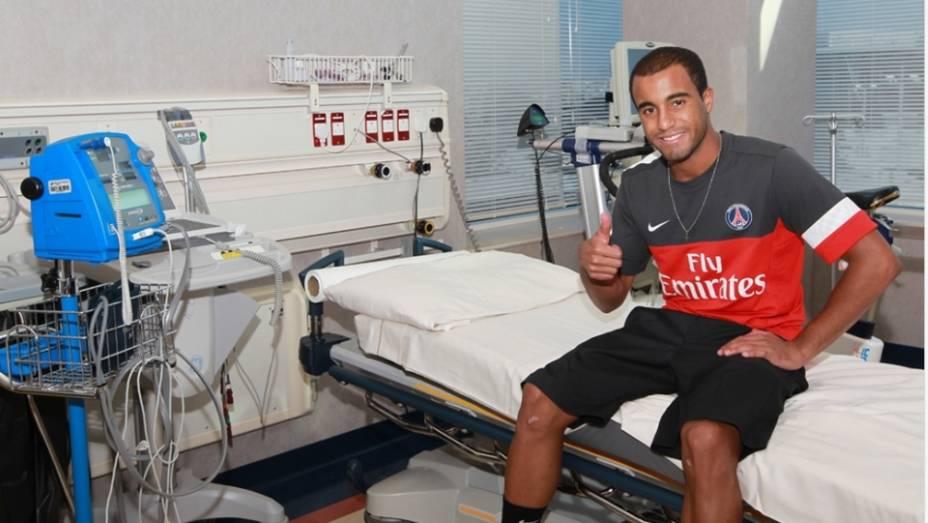 Lucas se apresenta ao PSG e faz exames em Doha, no Catar