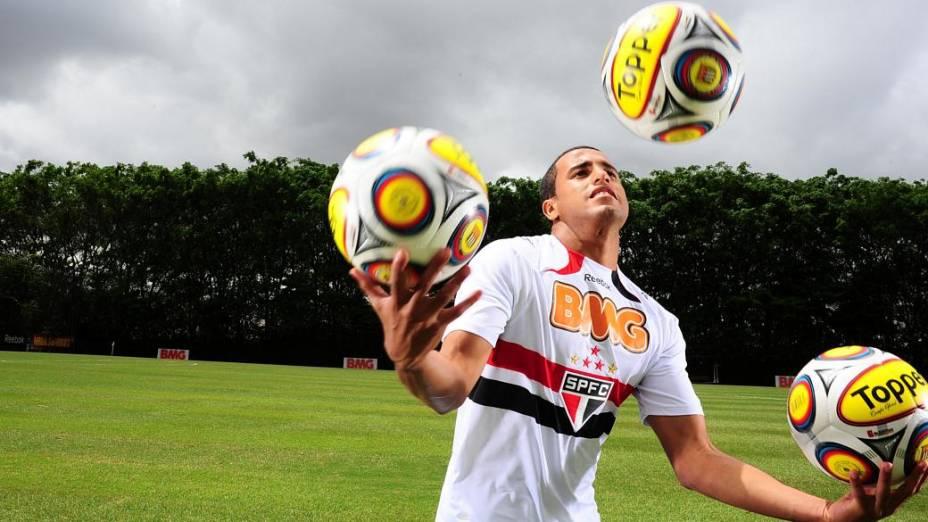 Lucas, do São Paulo e da seleção brasileira, no CT de seu clube