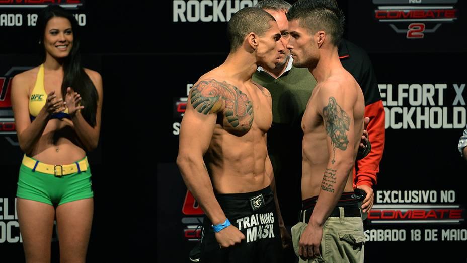 Lucas Martins e Jeremy Larsen durante a pesagem do UFC Jaraguá do Sul em (SC)