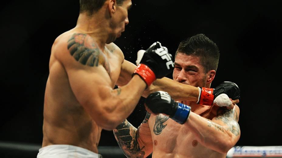 O brasileiro Lucas Mineiro vence o americano Jeremy Larsen no UFC Jaraguá do Sul, norte de Santa Catarina