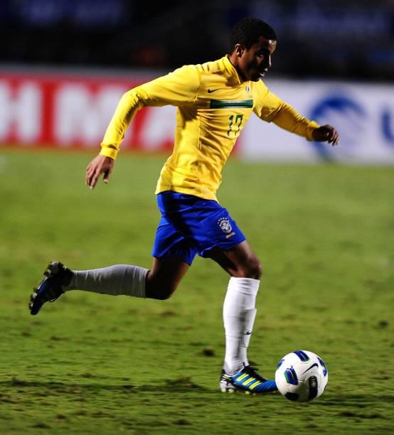 Lucas, do São Paulo, vestindo a camisa da seleção brasileira na despedida de Ronaldo