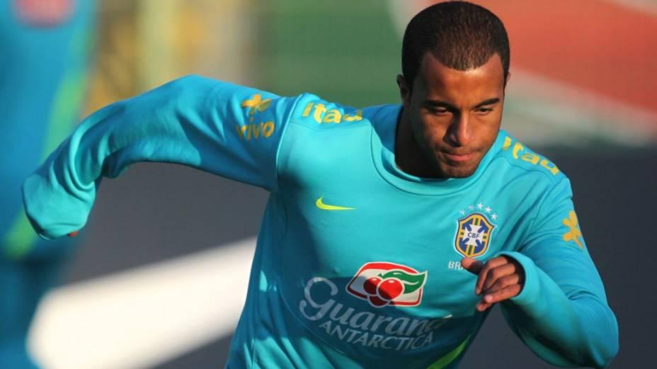 Lucas em treino da seleção brasileira