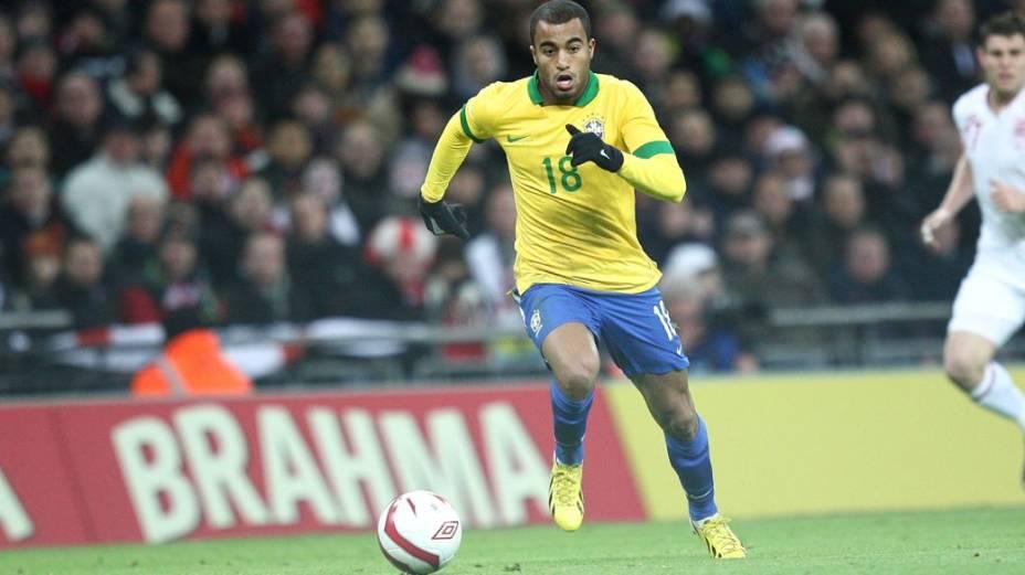 Lucas no amistoso contra a Inglaterra, em Wembley