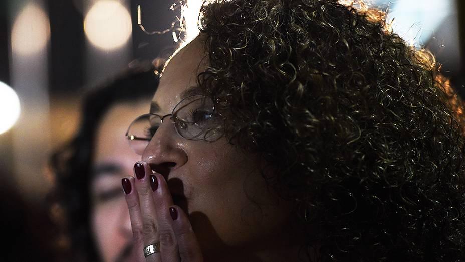 NÃO DEU - A candidata Luciana Genro (PSOL), atende jornalistas antes do debate dos presidenciáveis: ela bem que tentou ser Plínio de Arruda