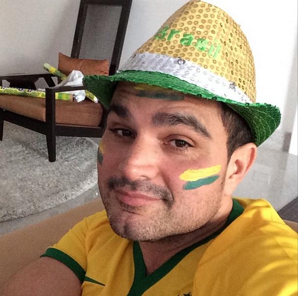 O cantor Luciano também mostrou empolgação pelo terceiro jogo do Brasil na Copa