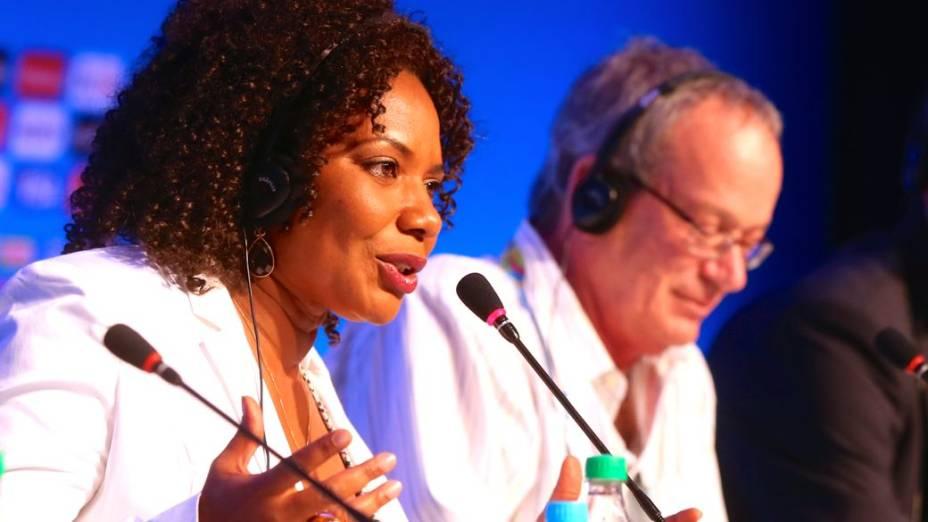 A cantora Margareth Menezes fala sobre o sorteio dos grupos da Copa de 2014, na Costa do Sauípe