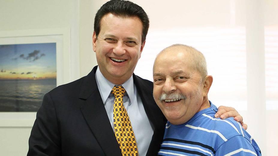 Gilberto Kassab com Lula, no Hospital Sírio-Libanês, em 2012