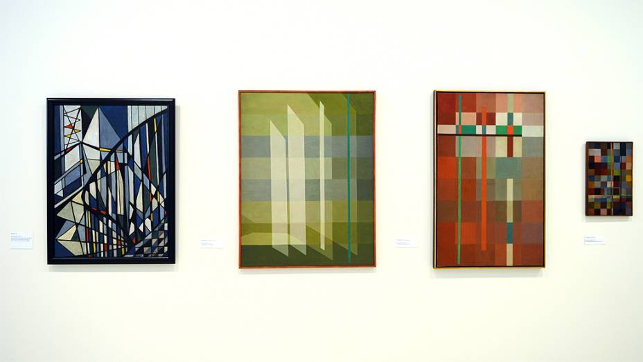 Pinturas de Lygia Clark na exposição que acontece no Itaú Cultural, em São Paulo