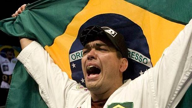 Lyoto Machida foi campeão da categoria meio-pesado do UFC após vencer Rashad Evans no UFC 98