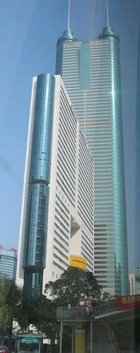 Shun Hing Square (384 metros), na China, é o décimo prédio mais alto do mundo.