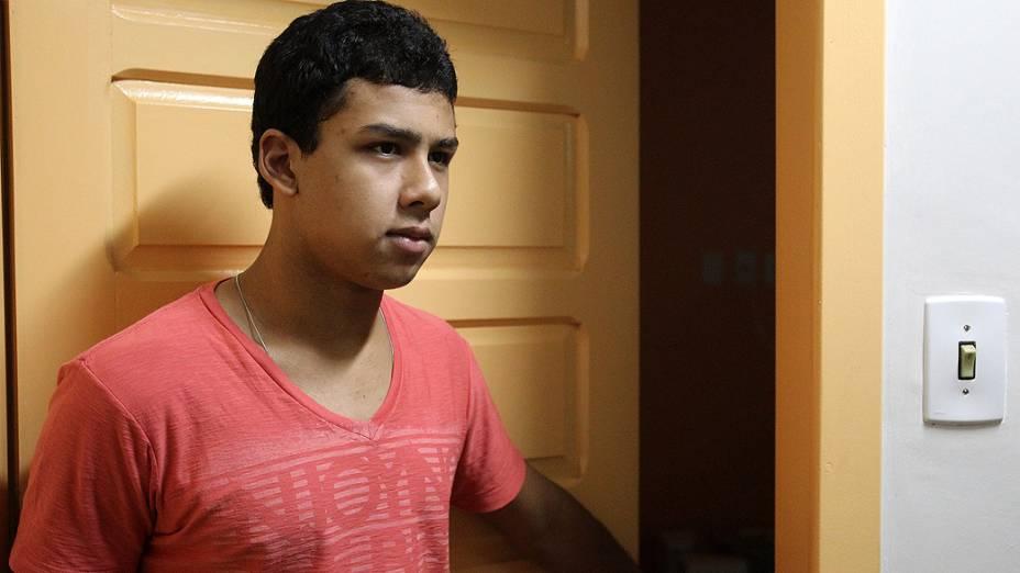 O sobrevivente do incêndio, Handrey Fagundes, 19 anos