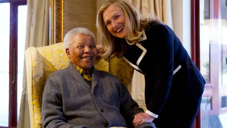 A secretária de Estado americana, Hillary Clinton, visita Nelson Mandela em sua casa na África do Sul