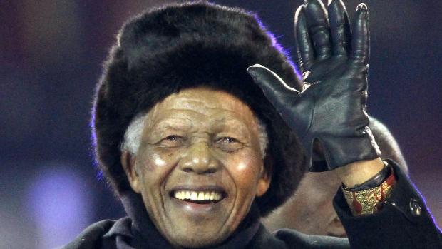 Mandela assiste à cerimônia de encerramento da Copa 2010