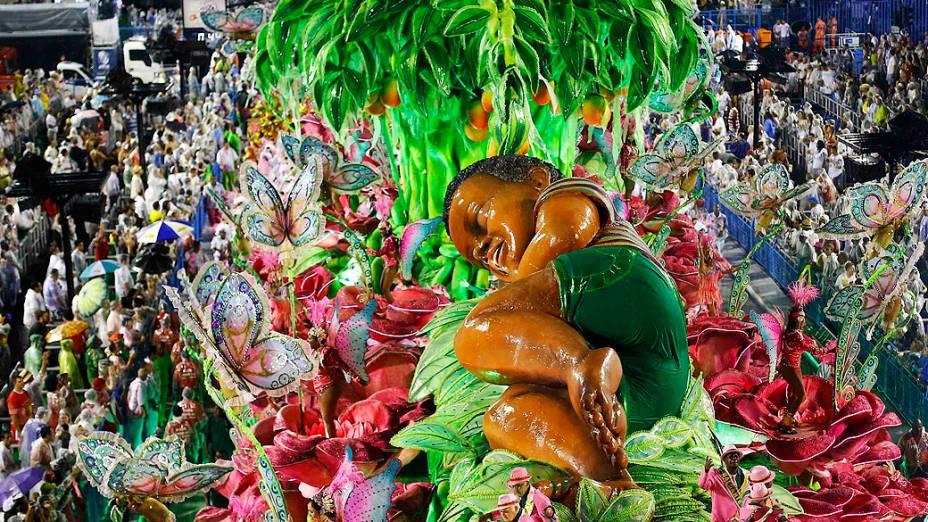Mangueira faz uma homenagem às mulheres brasileiras