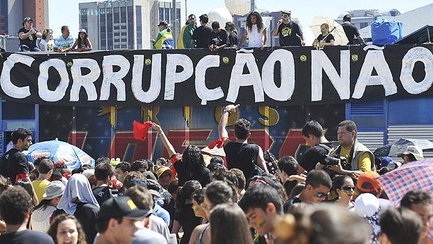 Em Brasília, movimento Brasil contra a corrupção, grupo apartidário realiza marcha contra a corrupção na Esplanada dos Ministérios