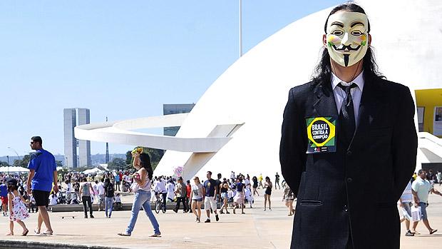 Vários personagens durante marcha contra a corrupção, na Esplanada dos Ministérios