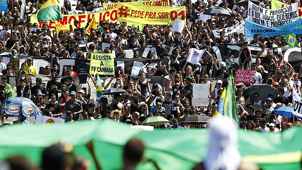 Em Brasília, manifestantes saíram em passeata a partir das 10h na Esplanada dos Ministérios