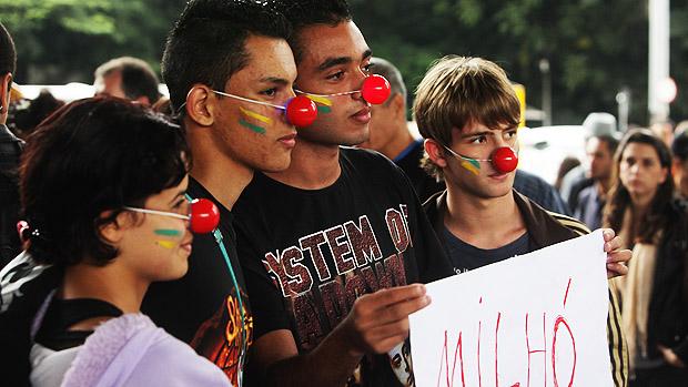 Manifestantes durante a Marcha Contra a Corrupção, realizada na tarde deste sábado na região da Avenida Paulista, no centro de São Paulo