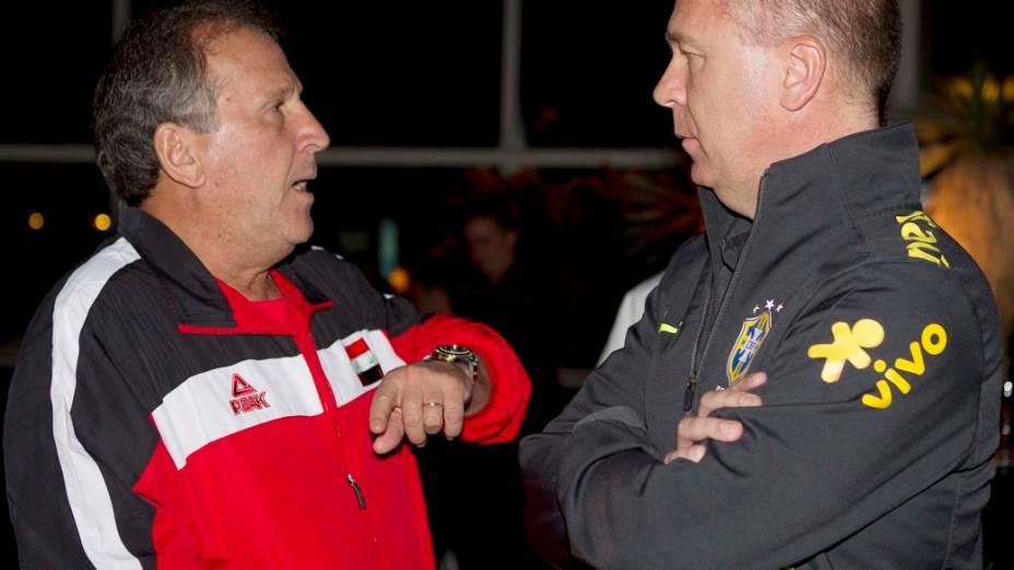 Os técnicos Zico e Mano Menezes conversam em hotel de Malmoe, na Suécia, na véspera do amistoso entre Brasil e Iraque. É a segunda vez que o ex-craque enfrenta o Brasil como treinador - antes, comandou o Japão
