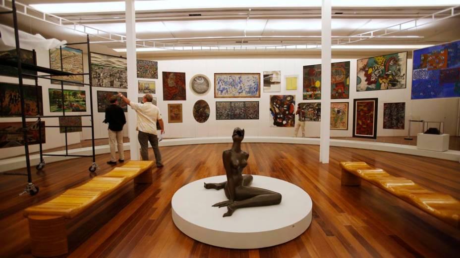 Montagem de exposição no Museu de Arte do Rio
