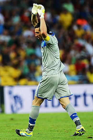 Goleiro da Itália durante jogo pela Copa das Confederações no Brasil