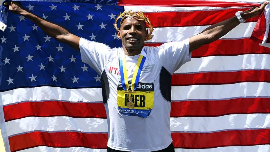 Meb Keflezighi, comemora vitória na Maratona de Boston