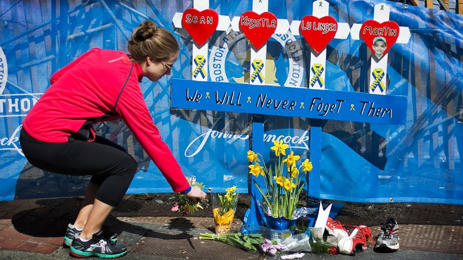 Um minuto de silêncio respeitado antes da largada da Maratona de Boston de 2014