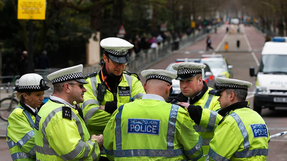 A polícia e os organizadores da Maratona de Londres decidiram reforçar a segurança da prova depois do atentado terrorista em Boston, na segunda-feira