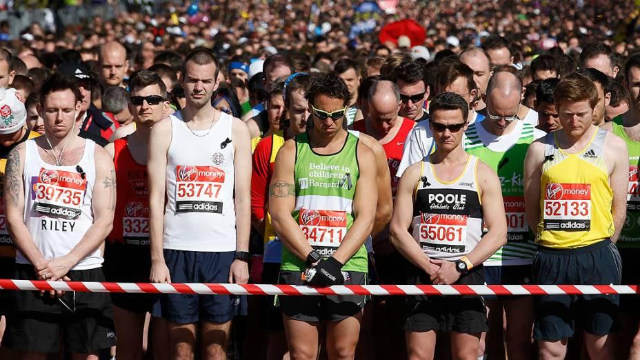 Maratona de Londres presta homenagem às vítimas de Boston