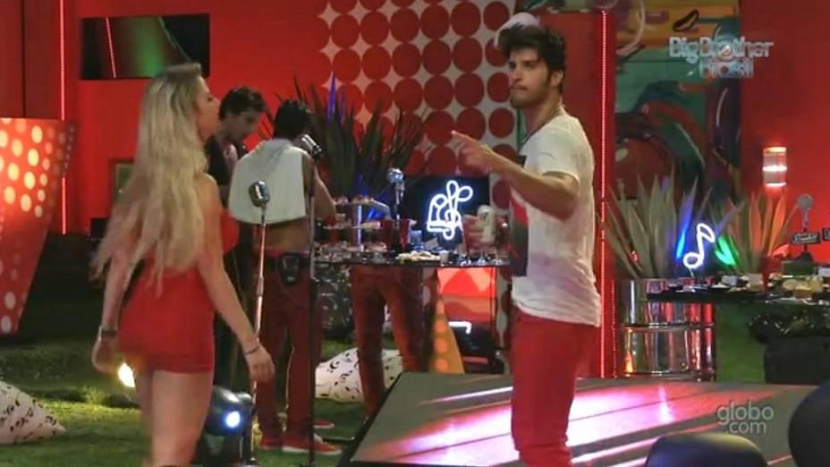 Marcello dança com Fernanda na festa The Voice do BBB 13