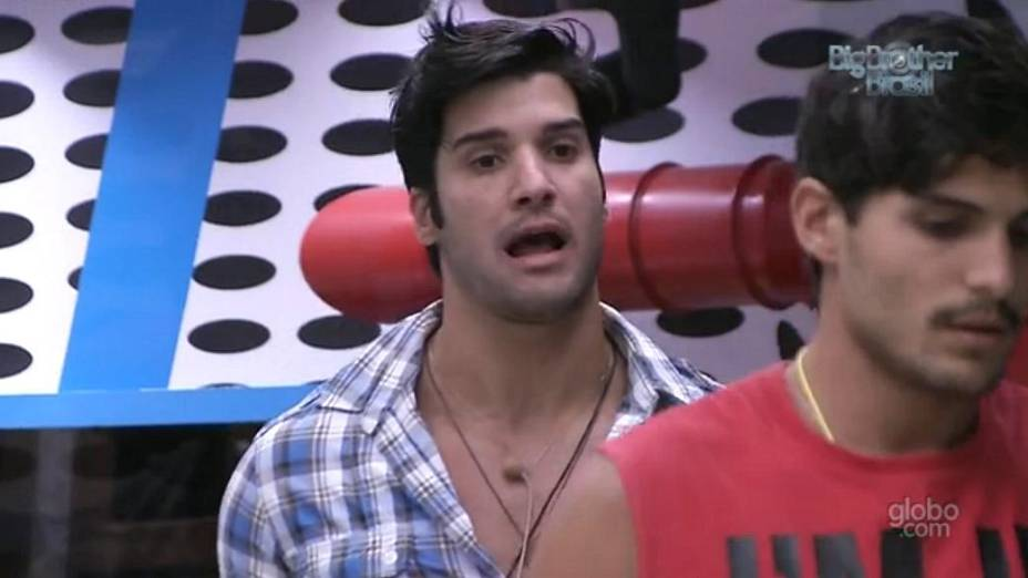 Marcello discute com André no BBB 13